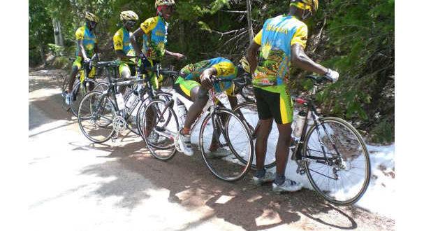 ciclisti-del-ruanda-vedono-per-la-prima-volta-la-neve-2-jpg